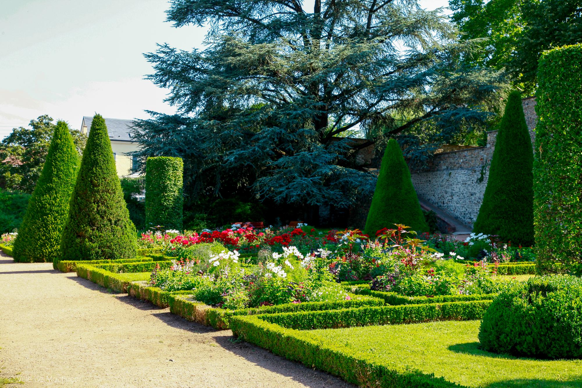 Jardin Classique À La Française parcs et jardins - ville de montluçon